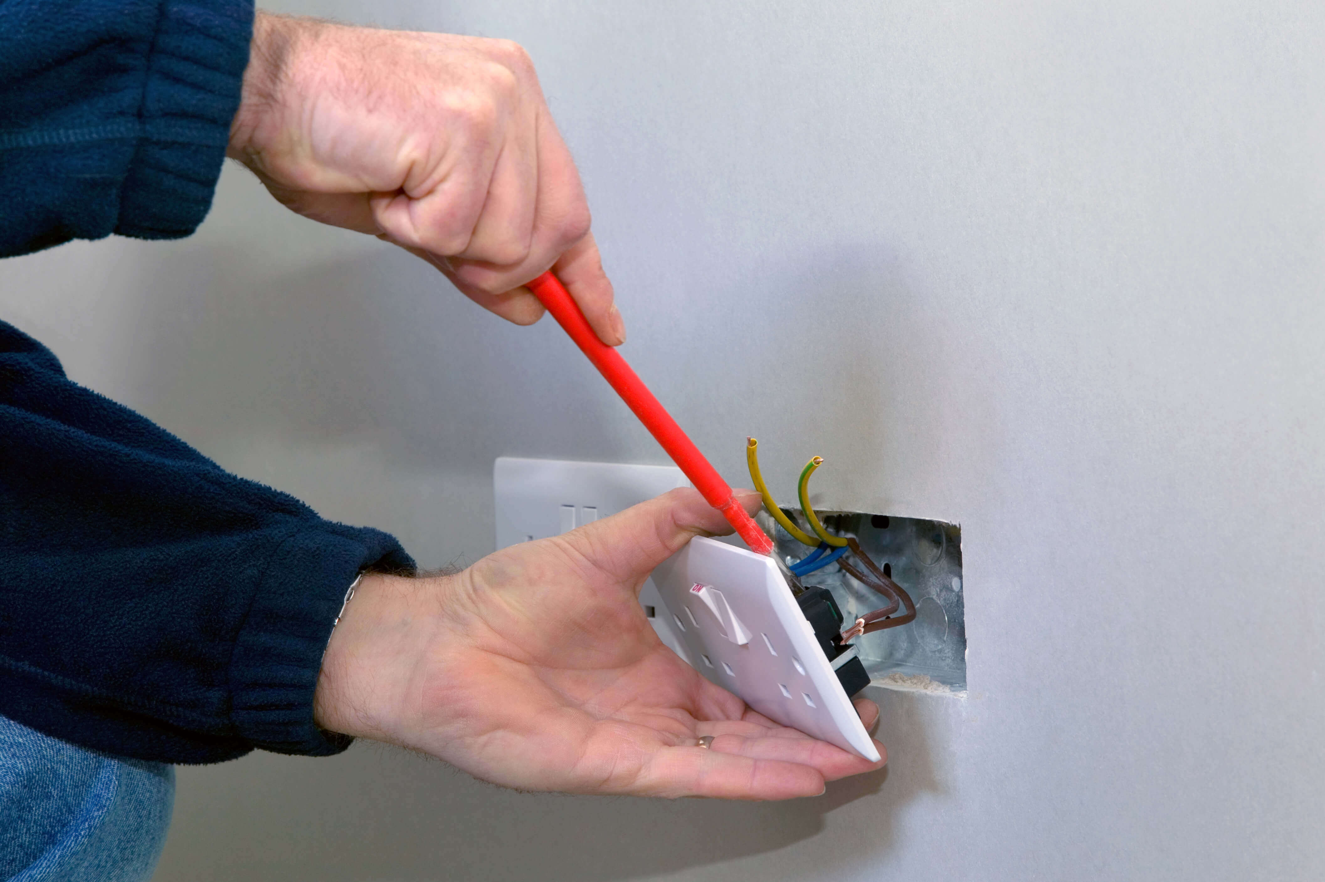 local-electrician-isle-of-wight-1